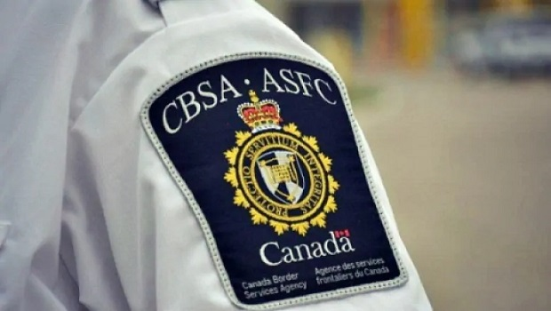 Canada Border Agents CBSA database to know that US citizen has criminal record